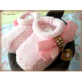 Sapato de Bebê Rosa com Medalha de Strass